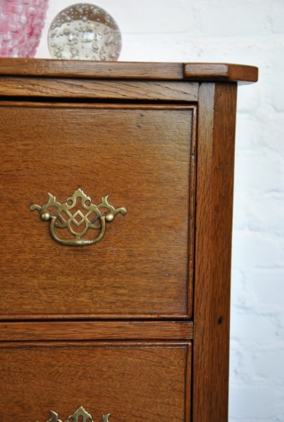 Commode front