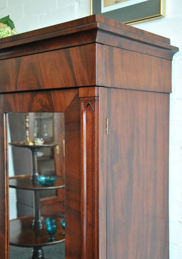 Dutch cupboard hood