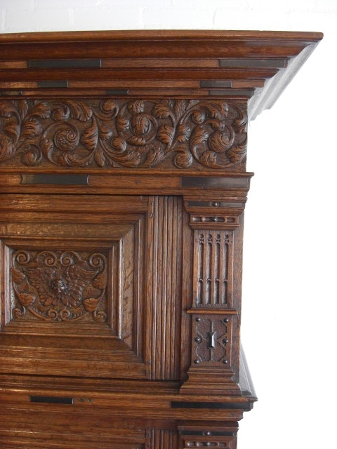 Dutch cupboard right top