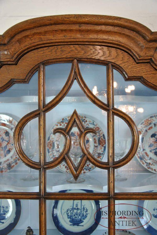 Display cabinet detail