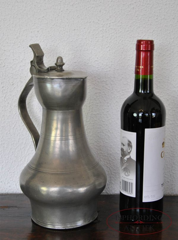 Tinnen Duitse kan met fles