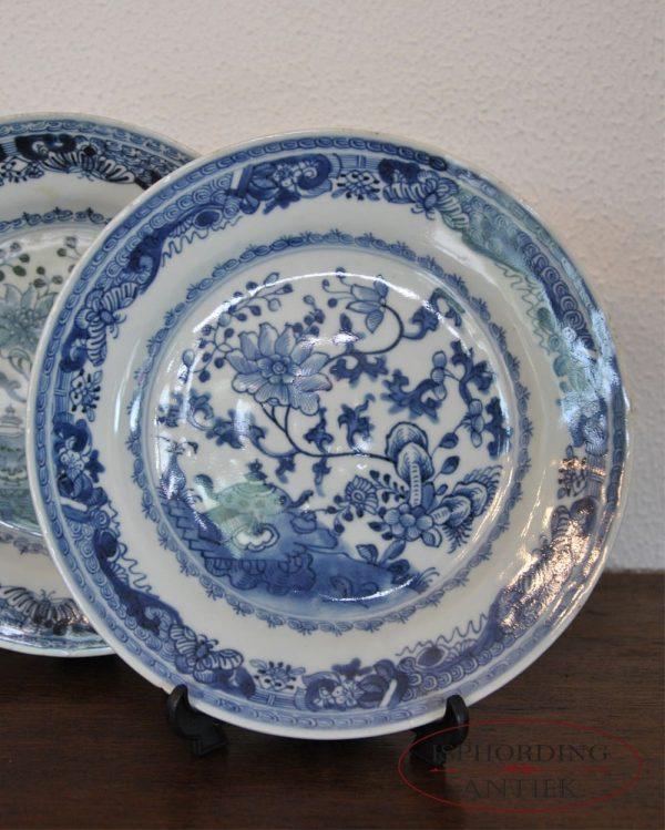 Vier borden blauw