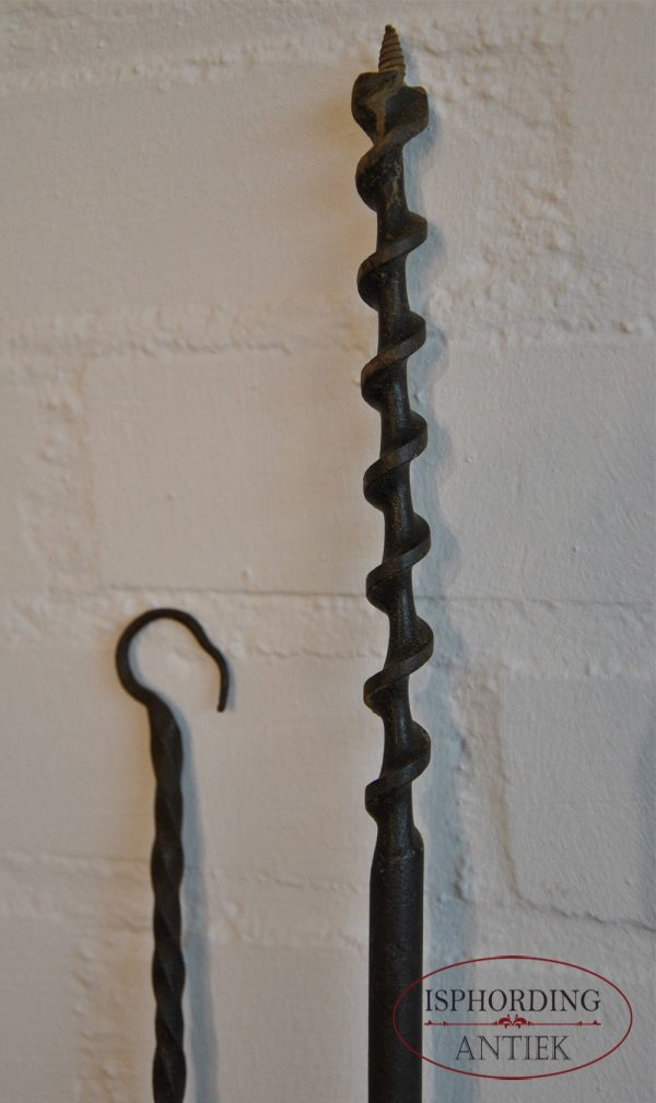 Five pieces of iron detail