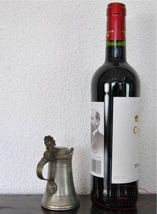 Tinnen Oostenrijks kannetje met fles
