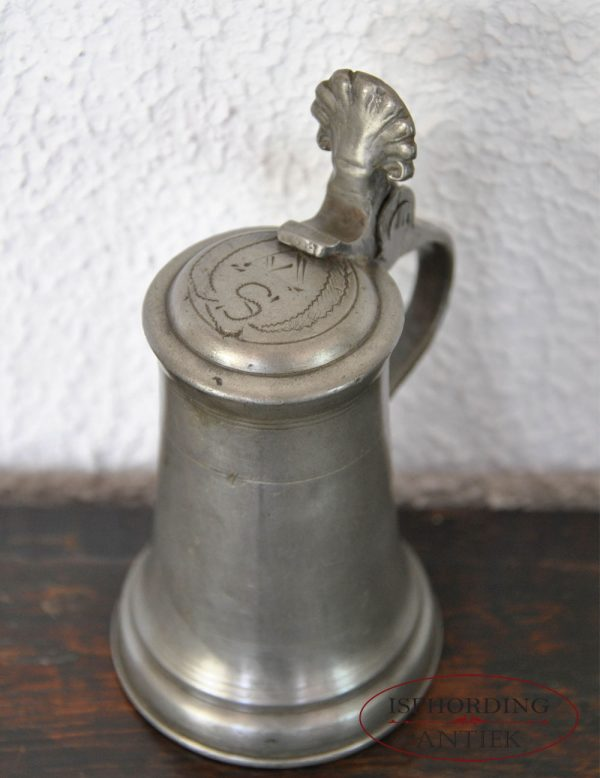 Small pewter Austrian flagon top