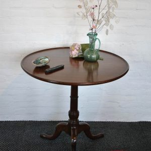 Antique mahogany round table