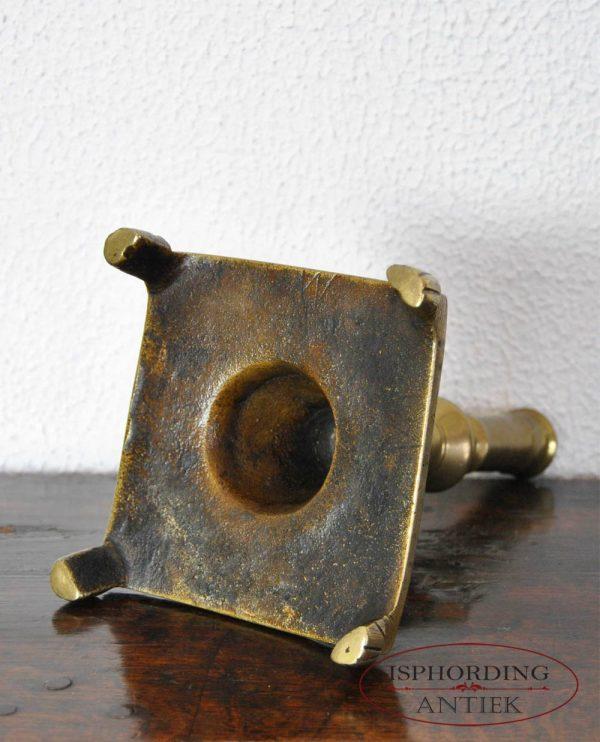 Antieke Spaanse kandelaar onder