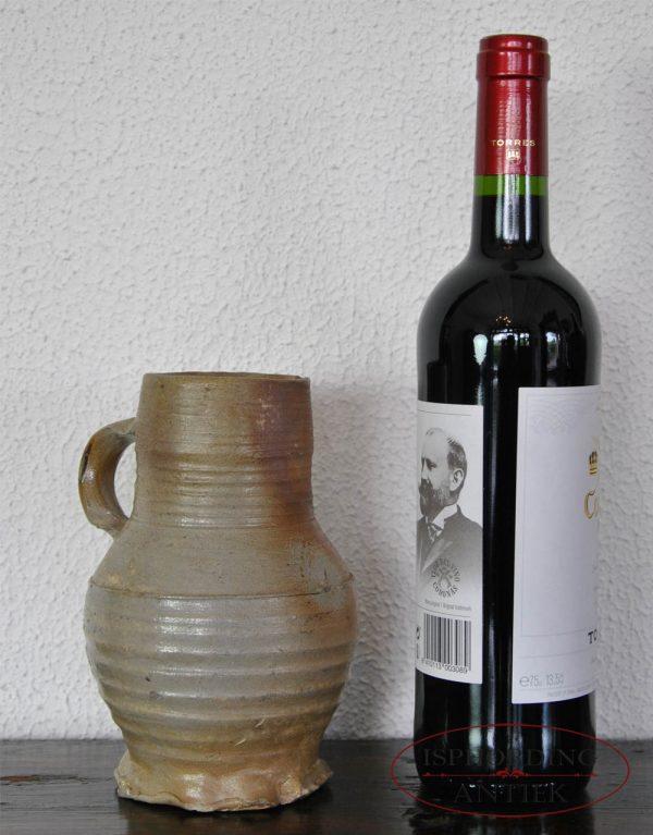Antieke kruik Raeren met fles