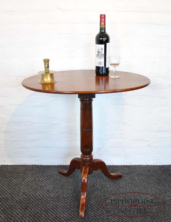 Antique oval winetable