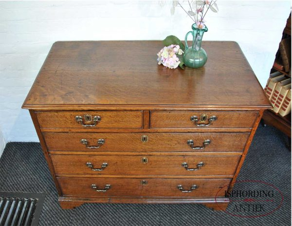 Antique oak chest of drawers top