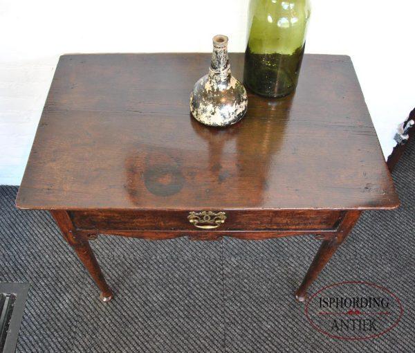 Antiek tafeltje blad